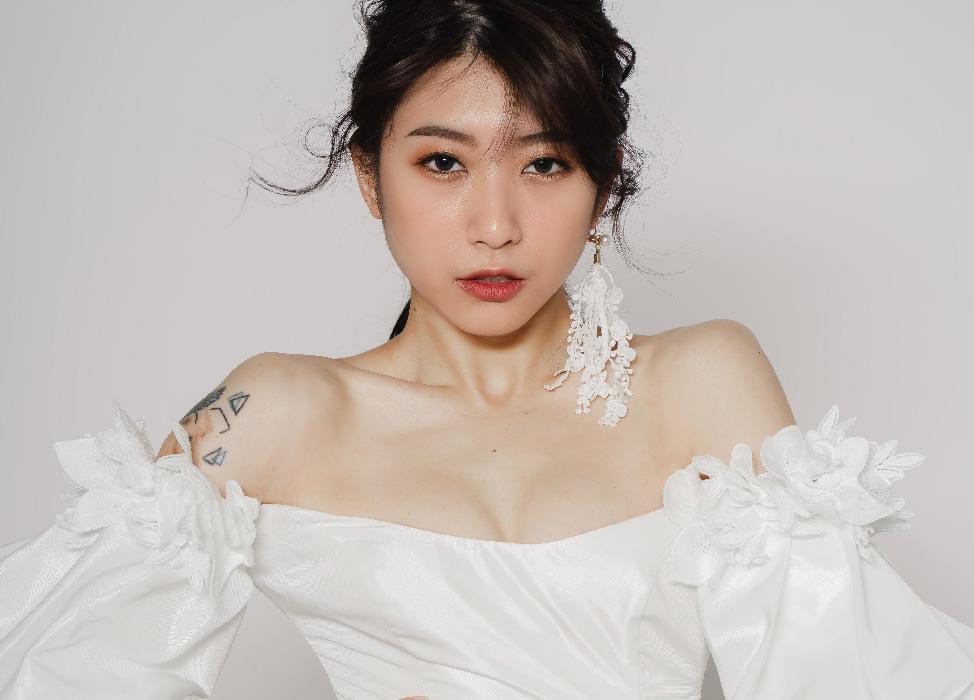 新秘作品-【Victoria】花瓣染唇妝/蕾絲耳環/經典裸橘