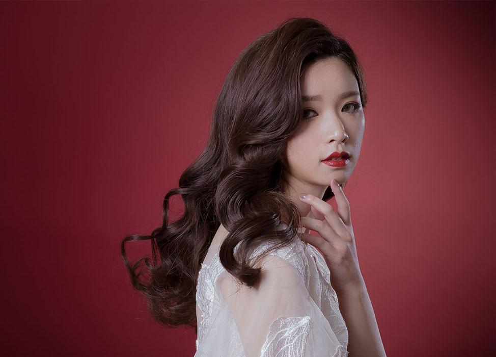 新秘作品-【曼鬋婀娜】韓星大旁分捲髮/紅唇妝